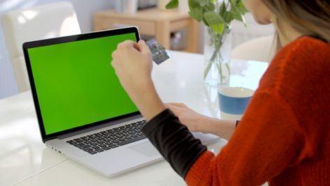 دانلود فوتیج کروماکی کار با لپ تاپ ، تبلت و تلفن همراه